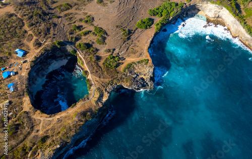 Fotomural  Drone Shot of Pasih Uug Broken Beach at Nusa Penida, Bali - Indonesia