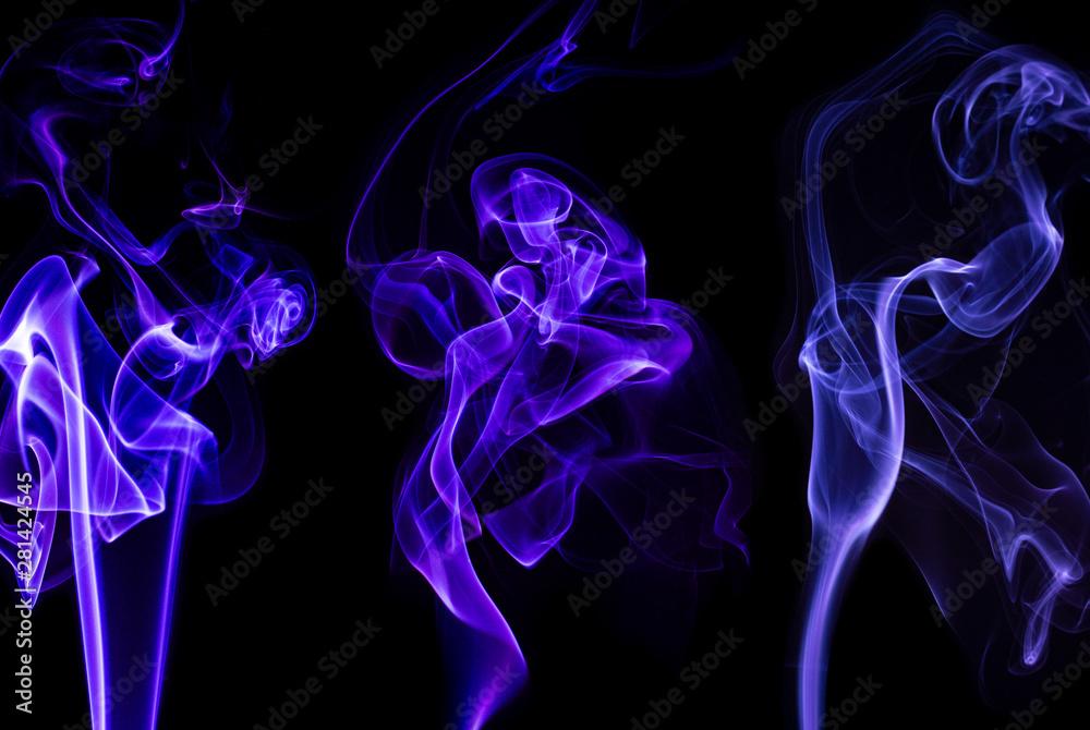 Fototapeta Kolorowy dym - abstrakcyjne kształty. Czarne tło z kolorowymi kształtami utworzonymi z dymu.