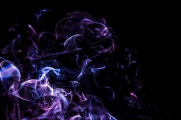Czarne tło z kolorowym dymem - abstrakcja. Fale i linie energii.