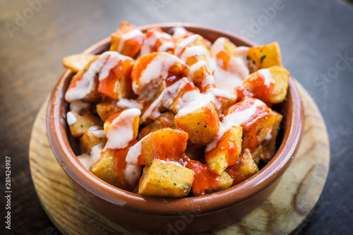 Canvastavla Spanish potatoes patatas bravas for tapas with tomato and spicy sauce