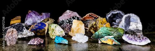 Panorama, verschiedene Mineralien als Rohsteine, Heilsteine und Mineralogie Fototapet