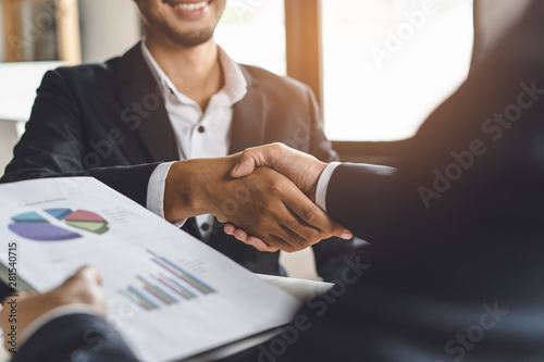 Foto Banker and client shaking hands after business loan grant.