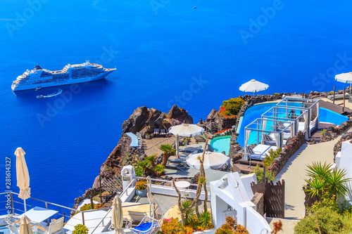 Foto auf Gartenposter Santorini Santorini, Greece white houses architecture with caldera blue sea view and Oia town ans cruise ship