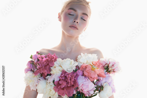 Tuinposter womenART Young beautiful woman with bouquet of roses. Professional art makeup.