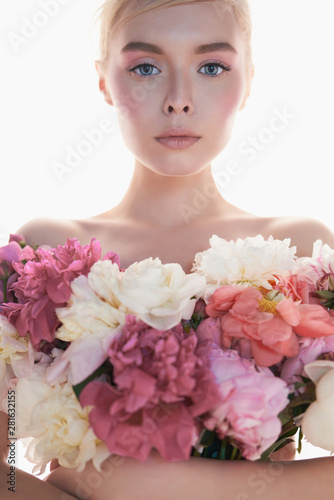 Poster womenART Young beautiful woman with bouquet of roses. Professional art makeup.