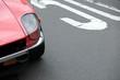 Roter japanischer Sportwagen der Siebzigerjahre in der Dreißigerzone bei den Golden Oldies in Wettenberg