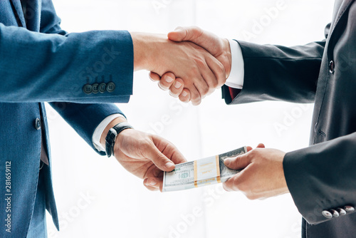 Ταπετσαρία τοιχογραφία  cropped view of man giving bribe to business partner and shaking hands in office