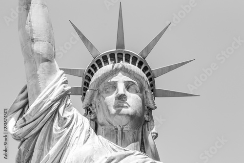 Foto  Statue of Liberty face in black and white