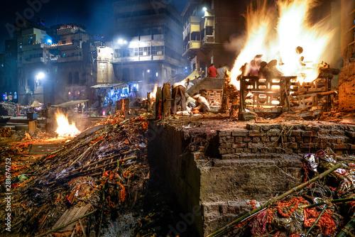 Keuken foto achterwand Havana Varanasi/India-13.07.2019:Rite of burning the dead body