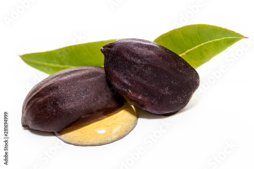 Valokuva  Jojoba oil on seeds isolated on white background