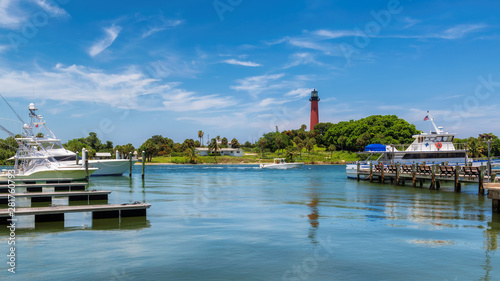 Obraz na plátně  Beautiful view of the Jupiter lighthouse at sunny summer day in West Palm Beach