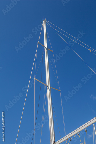 Looking up the mainmasts and blue sky background Fototapet