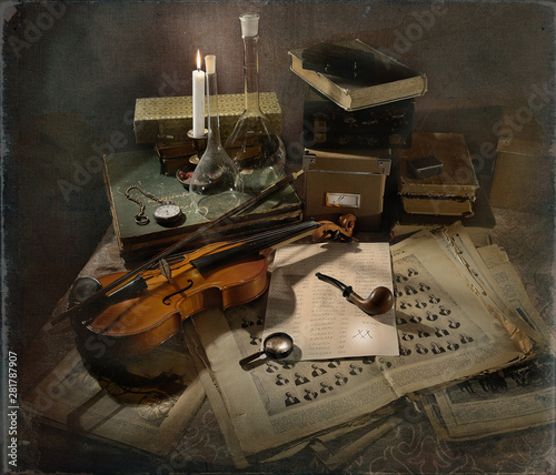 Photo Violin, smoking pipe and other entourage of Sherlock Holmes
