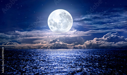 full moon over the sea Tableau sur Toile