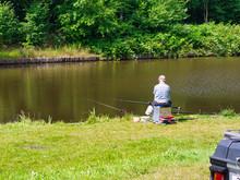 Angler Auf Einer Sitzkiepe