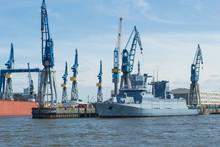 Marineschiff In Der Werft Schi...