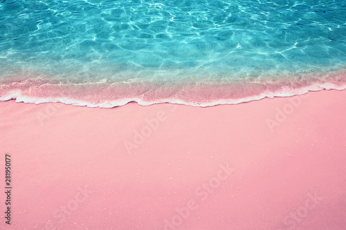 Foto auf Gartenposter Rosa hell tropical pink sandy beach and clear turquoise water