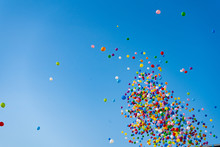 安城七夕祭り:空に飛...