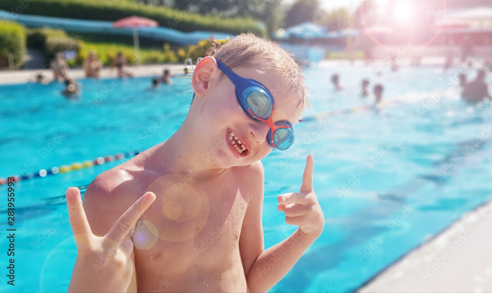 Fototapety, obrazy: happy young boy at the swimming pool