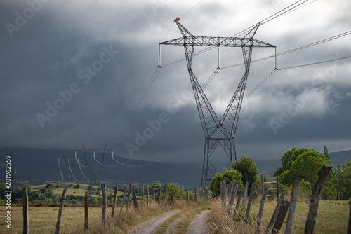 torres eléctricas de alto voltaje en línea Canvas Print