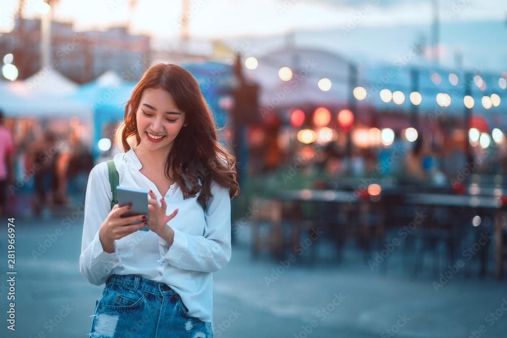 Fototapeta Travel woman in street market