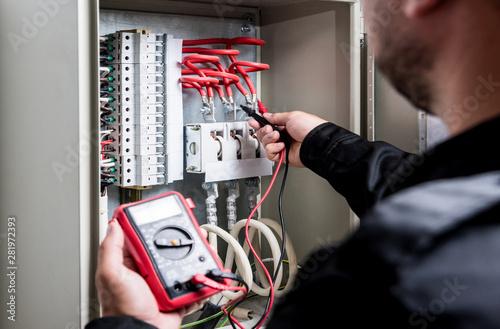 Fotografía  Electrical measurements with multimeter tester