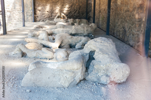 Obraz Plaster cast bodies of the victims at the ancient city of Pompeii - fototapety do salonu