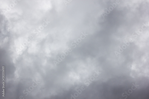 Montage in der Fensternische Dunkelgrau Dark storm sky clouds background
