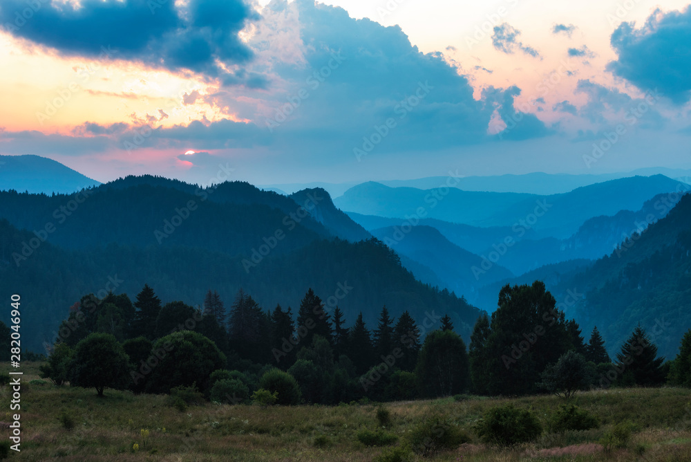 Fototapety, obrazy: Beautiful dramatic sunset in the mountains. Landscape with sun light shining through orange clouds