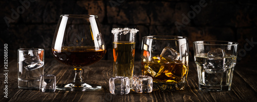 Fotomural  Strong alcohol drinks - whiskey, cognac, vodka, rum, tequila.