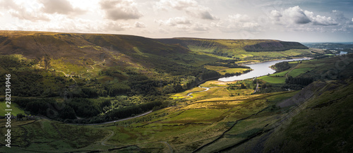 Cuadros en Lienzo Stunning aerial panoramic shot of the Peak District National Park at the Woodhea