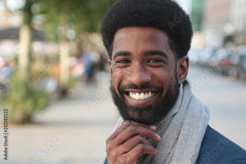 Photo  Beautiful happy man outside