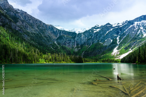 Turquoise water of Avalanche lake фототапет