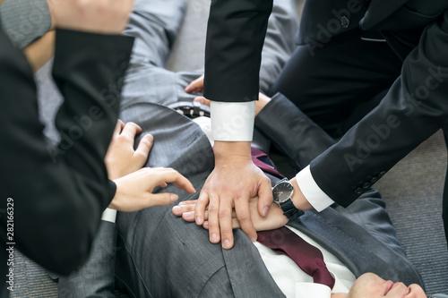 Obraz na plátně  倒れるビジネスマン