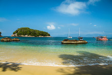 Beach And Sunny Day - Ilha Das Couves - Ubatuba - Brazil - Clear And Calm Waters On A Tropical Beach With Boats, Rocks And Blue Sky, Tourist Destination And Paradise