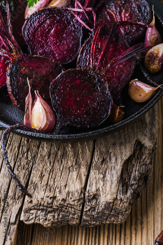 Obraz na plátně  Homegrown roasted beets and garlic, plant based food, local produce