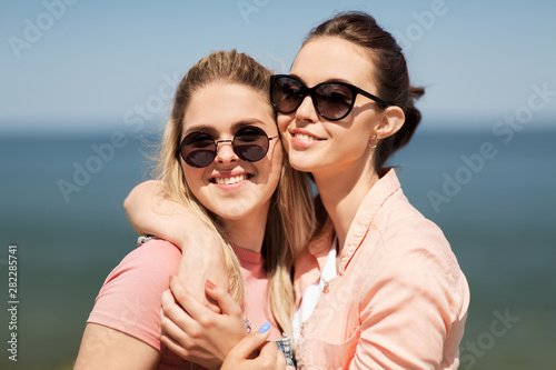 Fototapeta leisure and friendship concept - happy smiling teenage girls or best friends in
