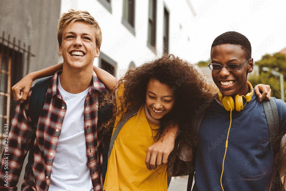 Fototapety, obrazy: Teenage friends having fun outdoors