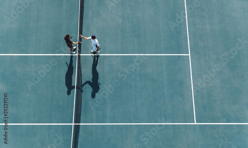 Obraz Professional tennis players handshakes after the match - fototapety do salonu