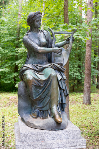 Fotografia, Obraz Sculpture of the Muse of dance - Terpsichore in Pavlovsk Park
