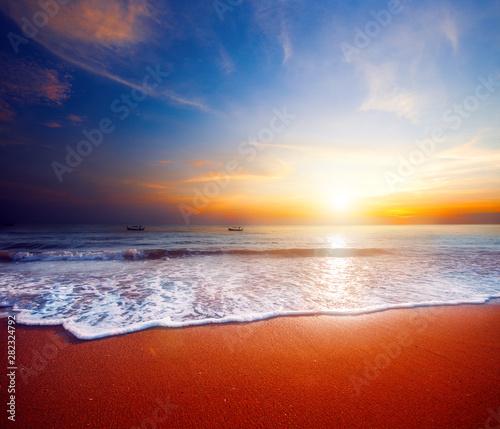 Fotobehang Zee zonsondergang beautiful sunset and tropical sea