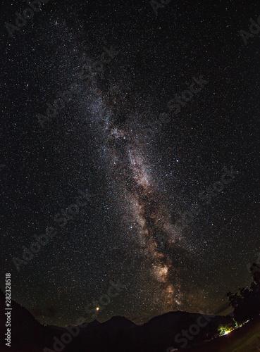 The Milky Way and Mars (left). Single frame. Polyana Taulu, Arkhyz Fototapete