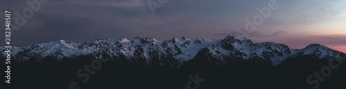 Fotografía  Panorama of Olympic Mountain Range at Sunset