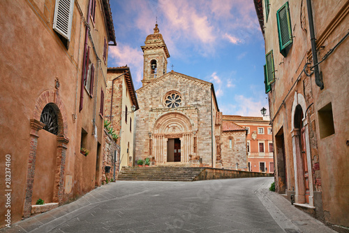 San Quirico d'Orcia, Siena, Tuscany, Italy: the medieval church Collegiata (12th Fototapeta