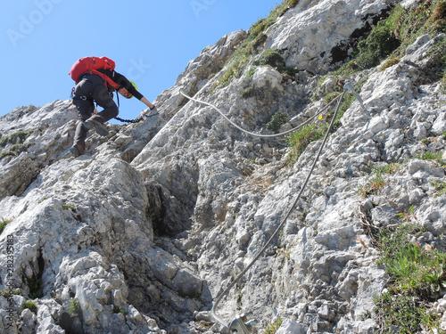 Photo Der steile Abstieg zur Lamsenjochhütte, 1980 m, nach Besteigung der Lamsenspitze