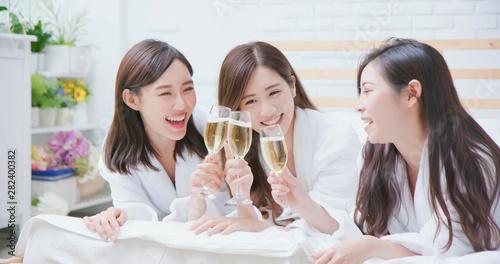Obraz asian women friend have champagne - fototapety do salonu