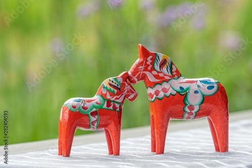 Pinturas sobre lienzo  Parenting Swedish wooden horses