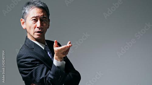 Photo  演説する中高年男性