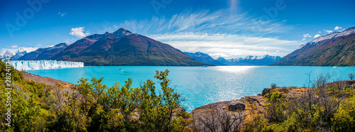 Cuadros en Lienzo  Panoramic view of the huge Perito Moreno glacier in Patagonia in golden Autumn,