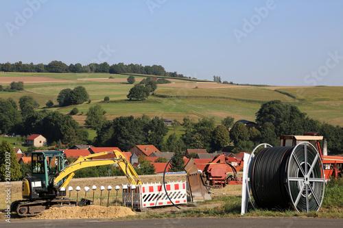 Baustelle  Breitbandausbau in Nordhessen und Deutschaland mit LWL-Kabelabdeckung Canvas Print